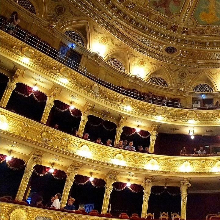 екскурсія по оперному театру львів